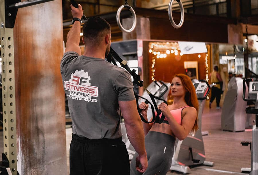 Fitnessfabrik Coach am TRX